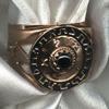 Практически во всех культурах кольца носили люди, занимавшие видное положение в обществе. Естественным образом кольцо, обозначая высокое социальное положение, стало знаком власти. Важную роль здесь играли материалы, из которых кольцо изготовлено, и специальные магические знаки, нанесенные на кольцо.